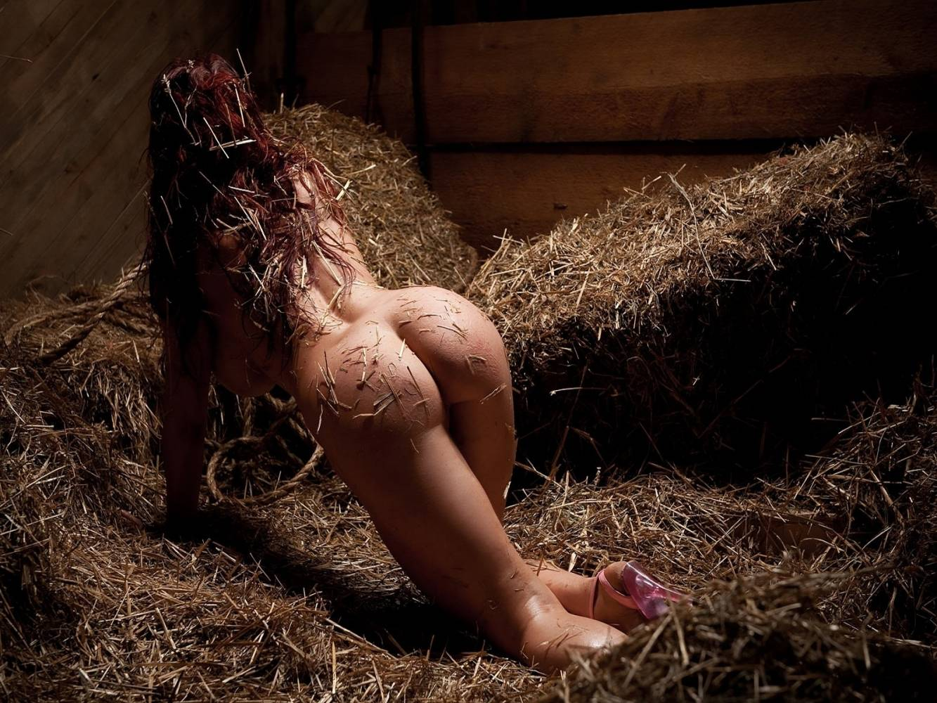 Секси женщина в конюшне фото 8 фотография